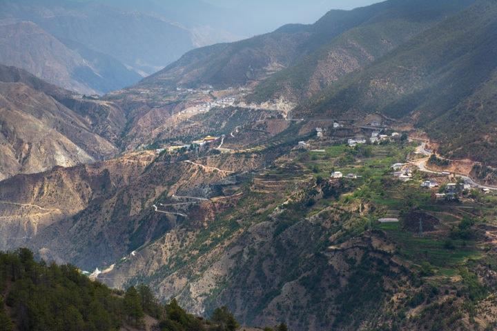 Road between Lijiang and Shangri-La, Yunnan motobike tours